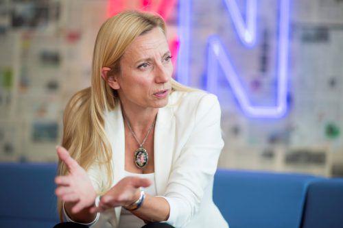 """""""Gendern ist in vielen Varianten möglich. Ich persönlich versuche, die weibliche und männliche Form zu sprechen.""""               Frauenministerin Juliane Bogner-Strauß (ÖVP)             im VN-Interview über Gleichberechtigung."""