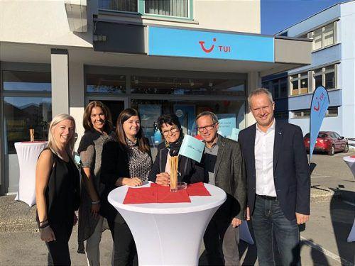 Grund zum Feiern: Das Team des Reisebüros Geiger ist nun bei TUI für Kunden da. FA