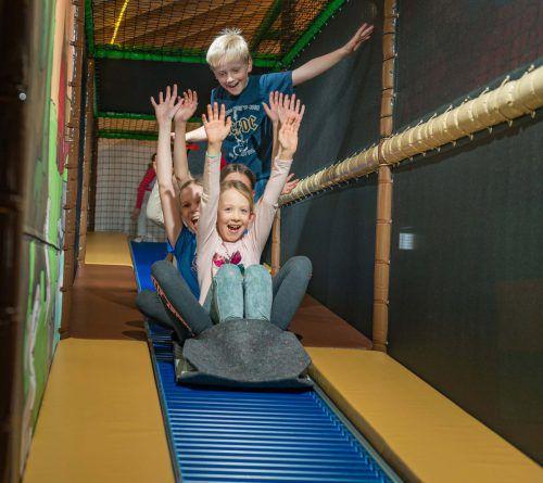 Ihren Bewegungs- und Spieldrang können die bis zu zwölfjährigen Kinder auf dem Indoor-Spielplatz in Damüls wetterunabhängig ausleben.Gemeinde damüls