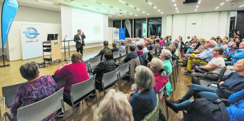 Im fast vollbesetzten Panoramasaal des Landeskrankenhauses Feldkirch fand Primar Oliver Ploder ein sehr interessiertes und auch sehr aufmerksames Publikum vor.. VN/Stiplovsek
