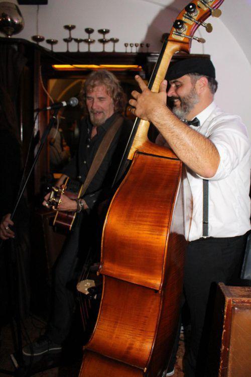 Im gerammelt vollen Café Hecht spielten Dave und Manni. heilmann