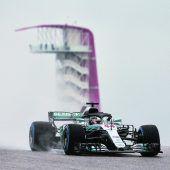 Lewis Hamilton im Regen voran