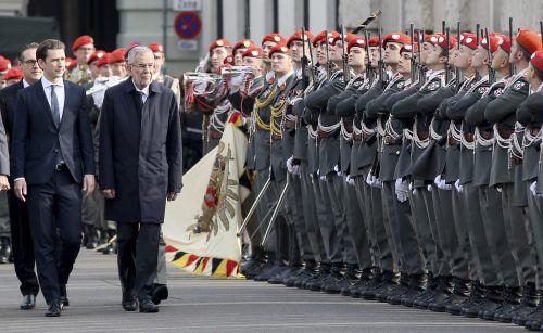 Kanzler Sebastian Kurz und Präsident Alexander Van der Bellen nahmen an der Angelobung der 1021 Rekruten teil. ap