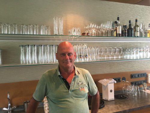 Karl-Heinz Watzenegger führt seit Juni das Lokal Consum in Göfis. VN/Schweigkofler