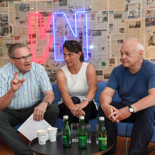 Karlheinz Hehle (links), Hildegard Burtscher und Studienautor Willi Sieber nehmen die Politik in die Pflicht, die Ökolandstrategie umzusetzen. VN/Lerch