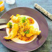 Scampi-Tempura mit Mango-Salat