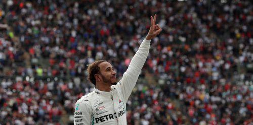 Lewis Hamilton genießt den Triumph, zum fünften Mal Weltmeister in der Formel 1 geworden zu sein. Reuters