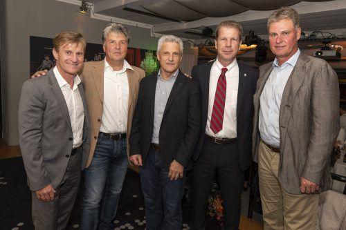Liechtensteins Teamchef René Pauritsch (Zweiter von rechts) mit vier seiner Vorgänger, v. l.: Walter Hörmann, Martin Andermatt, Erich Bürzle und Ralf Loose.