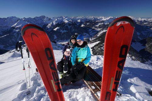 Madeleine und Martina haben die Erinnerung an einen tollen Skitag mittels Selfie festgehalten.L. Berchtold