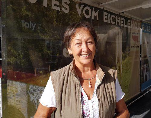 Margrit Hofer stellt Alternativen zu industriellen Badezimmerartikeln vor. Gemeinde