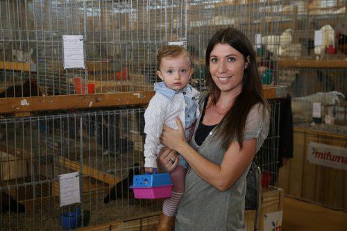 Mayla und Sonjabewunderten die Kleintiere.