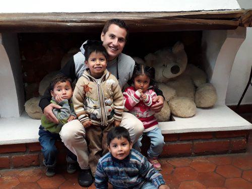 Mit seiner offenen und freundlichen Art fand Riccardo Di Matteo sofort einen guten Draht zu den Kindern in der Schule und im Waisenhaus.caritas