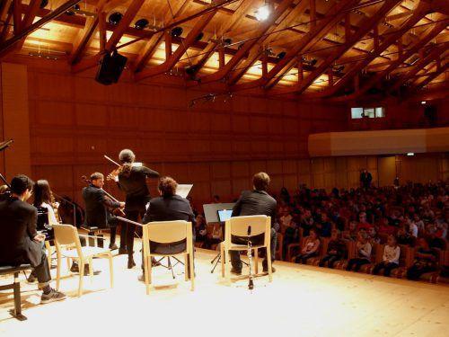 Nach einer Veranstaltung mit 270 Mittelschülern wurden am Mittwochvormittag im Angelika-Kauffmann-Saal rund 300 Volksschüler begeistert. Jurmann
