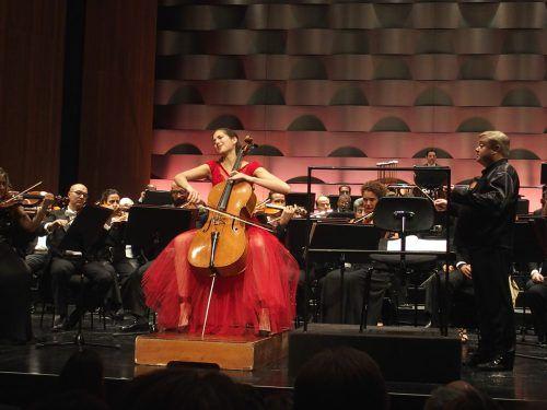 Orchestra dell'Accademia Nationale di Santa Cecilia mit der Cellistin Camille Thomas und dem DirigentenMikko Franck. JU