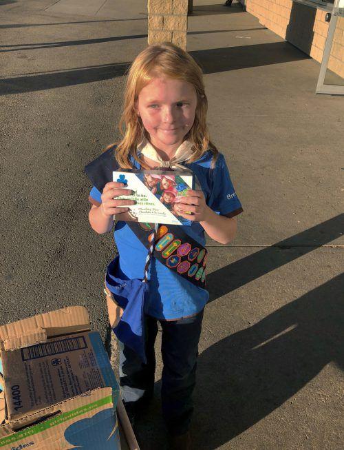 Pfadfinderin Elina Childs hat ihre Kekse an wartende Cannabis-Kunden verkauft. AP