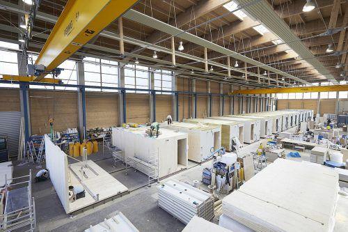 Produziert wird in der neuen, 8000 Quadratmeter großen Produktionshalle von Kaufmann im steirischen Kalwang. kaufmann