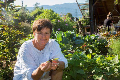 Renate Moosbrugger informiert in Bregenz über prachtvolle Beerenernte, Kräuter für Küche und Getränke, Tomatenvielfalt, Blütenmeer und vieles mehr. VN/Paulitsch