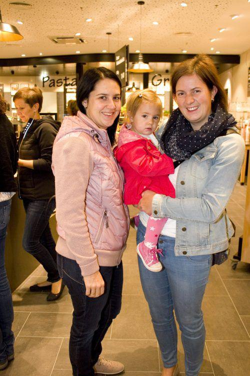 Sabrina Mahner (l.) und Marlene mit Mama Daniela Walch.