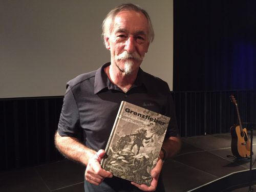 """Sigi Schwärzler stellte sein Buch """"Grenzfieber"""" vor."""