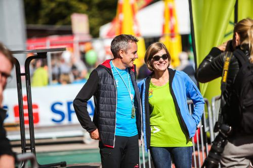 Sportlandesrätin Barbara Schöbi-Fink mit OK-Chef Robert Küng.