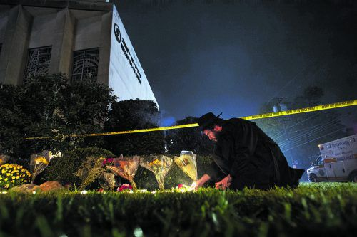 Trauer um die Opfer des antisemitischen Attentats in Pittsburgh. Elf Menschen wurden erschossen.AP