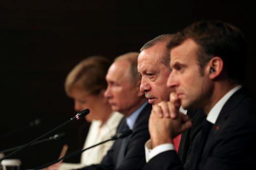 Treffen in Istanbul: Macron (v.r.), Erdogan, Putin und Merkel suchten nach einem Weg aus dem syrischen Bürgerkrieg. Andere Themen kamen auch zur Sprache.RTS