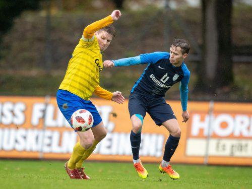 VfB-Kapitän Johannes Klammer (links) konnte kaum Akzente setzen.VN-Sams