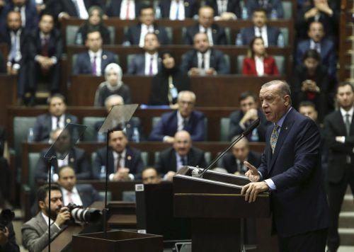 Während einer Fraktionssitzung der Regierungspartei AKP spricht Erdogan zum gewaltsamen Tod des saudischen Journalisten Jamal Khashoggi. ap