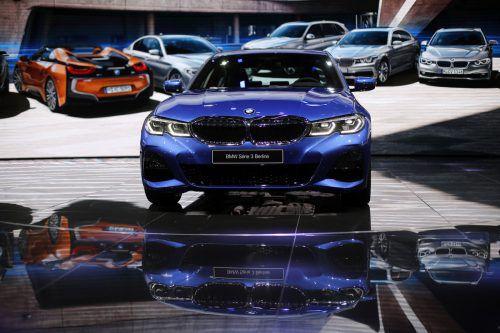 Weltpremiere für einen Bestseller: BMW zeigt in Paris erstmals die neue Generation der Dreier-Limousine.
