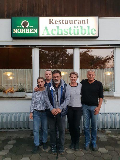 Wochenmarktleiter Michael Fröwis und Petra Hassler sowie Ulli und Jürgen Bergmoser vom Restaurant Achstüble.