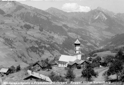 1939: Das Raggaler Ortszentrum mit Blick taleinwärts.