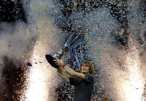 Alexander Zverev gelang mit dem Triumph im Finale gegen Novak Djokovic bei der ATP-WM in London der größte Erfolg seiner Karriere. ap