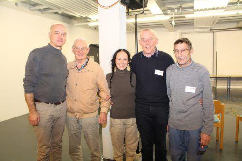 Andreas Kosek, Hans Grabher, Katharina Grabher, Kurt Moll und Martin Fleisch (v.l.). HE