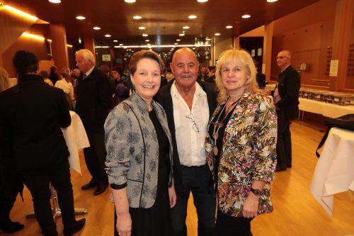 Angelika Walser (l.) sowie Roland Ceboklie und Andrea Mc Gowen.