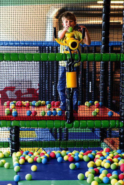 Auf dem Spielfabrik-Areal können Kinder ihrem Bewegungsdrang nachkommen, für Eltern gibt es ein Bistro. Spielfabrik