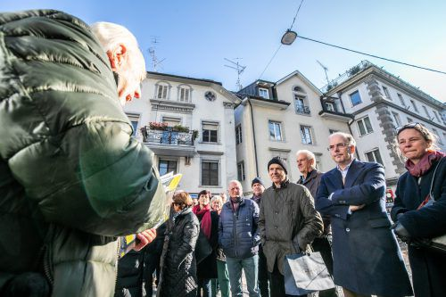 Aufregung in der Landeshauptstadt: Bürger wollen, dass die Pflastersteine in der Kirchstraße als Belag nicht entfernt werden.VN/Sams