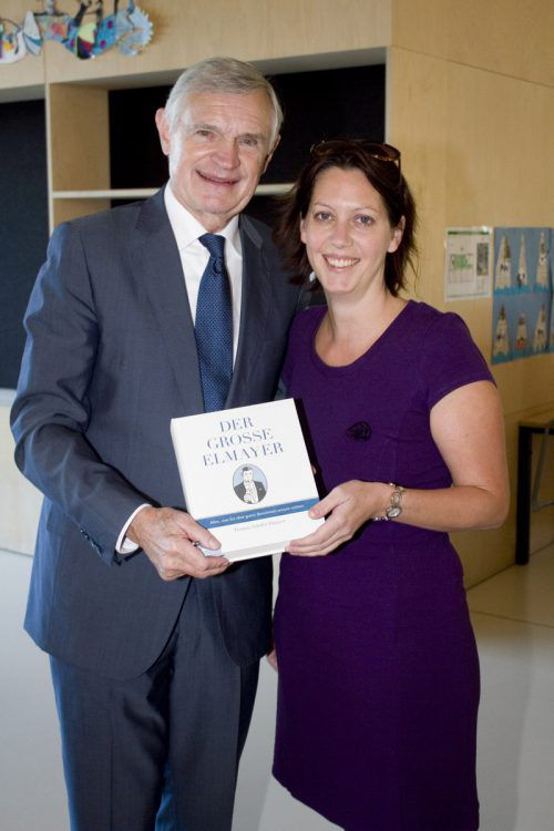Autor Prof. Thomas-Schäfer Elmayer und Leiterin Nina Winkler (Bücherei Mäder).