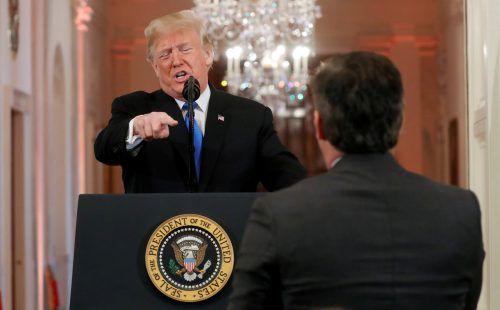 """Bei der Pressekonferenz bezeichnet US-Präsident Donald Trump den CNN-Korrespondenten Jim Acosta als """"unhöfliche und furchtbare Person"""". reuters"""