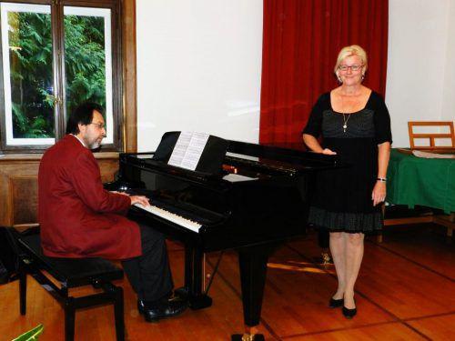 Benefizkonzert von Sopranistin Ulrike Wender und dem Pianisten Michael Neunteufel in der Kirche St. Sebastian in Hard.
