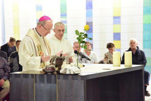 Bischof Benno Elbs zelebrierte zur Einweihung des Raums eine Messe.KHBG