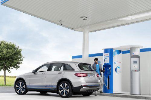 Bisher tanken Brennstoffzellenautos an der Wasserstofftankstelle. Vielleicht gibt es irgendwann eine Alternative in Pulverform. Daimler