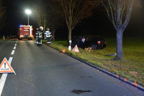 Das Auto des 24-Jährigen ist Polizeiangaben zufolge schrottreif. Unfallursache: mangelnde Aufmerksamkeit. Polizei