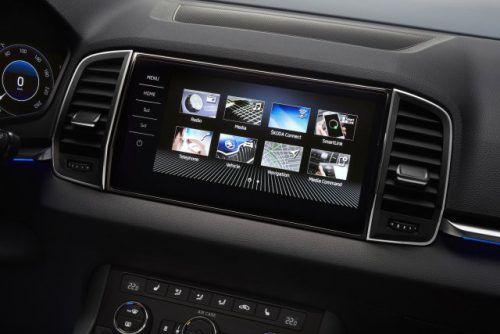 Das Digitalradio wird Pflicht für Neuwagen. Das EU-Parlament hat nun einer entsprechenden Empfehlung des Ausschusses für Industrie, Forschung und Entwicklung zugestimmt. Wirksam werden soll die Pflicht ab 2021. Damit soll sichergestellt sein, dass Europas Autofahrer auch nach dem Ende des UKW-Rundfunks noch terrestrisches Radio empfangen können.