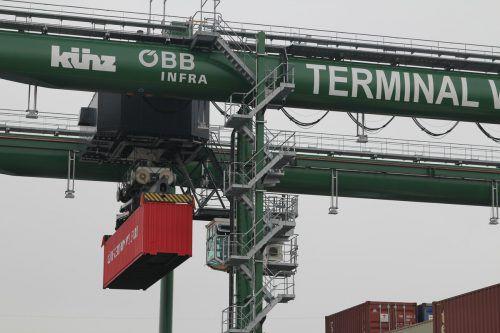 Das Land will so viele Gütertransporte wie möglich auf die Schiene verlagern. Die Neos vermissen eine konkrete Zielsetzung.vn/Rauch