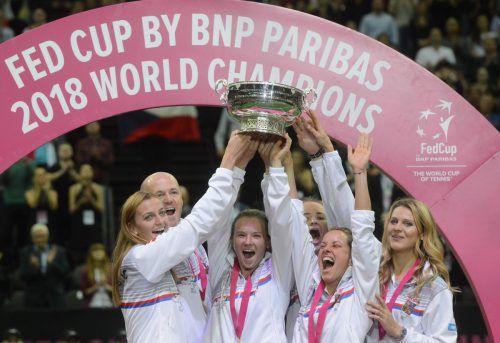 Das siegreiche tschechische Fed-Cup-Team bejubelt den Sieg über die USA.afp