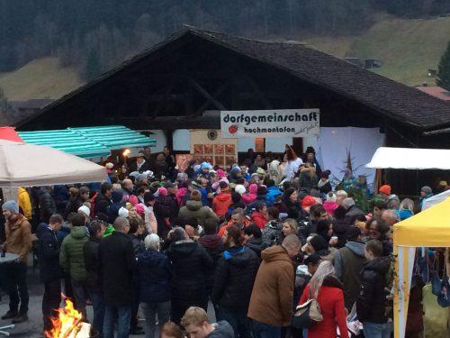 Das traditionelle Adventmärktli findet am Kirchplatz statt. LEL