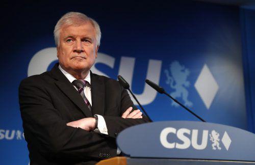 Den Posten als CSU-Chef gibt Horst Seehofer ab. Das Amt des Bundesinnenministers will er behalten. AP