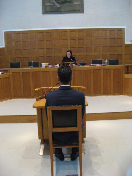 Der angeklagte Familienvater vor Richterin Nadine Heim. eckert