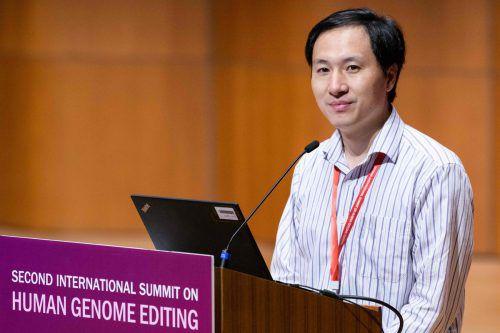 Der chinesische Forscher He Jiankui verkündete auf einem Kongress in Hongkong, dass eine zweite Frau ein genmanipuliertes Kind austrägt. AFP