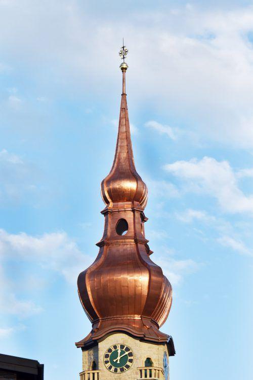 Der Kirchturm in Höchst wurde vom Gerüst befreit. ajk